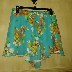 Cute flowy shorts NWOT